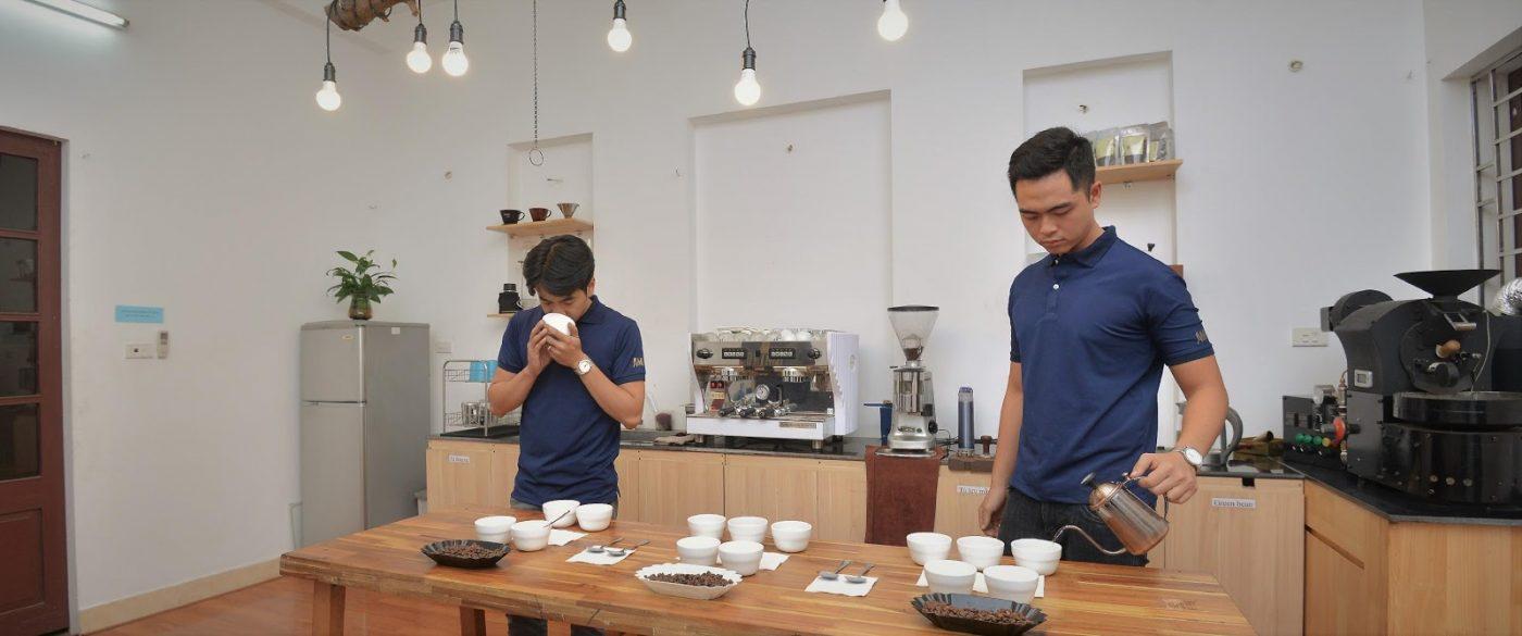 Cupping thử nếm cà phê tại xưởng Amino  Coffee