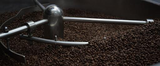 Công đoạn kiểm soát cà phê tại Amino Coffee