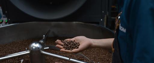 Kiểm soát quá trình rang cà phê tại Amino Coffee