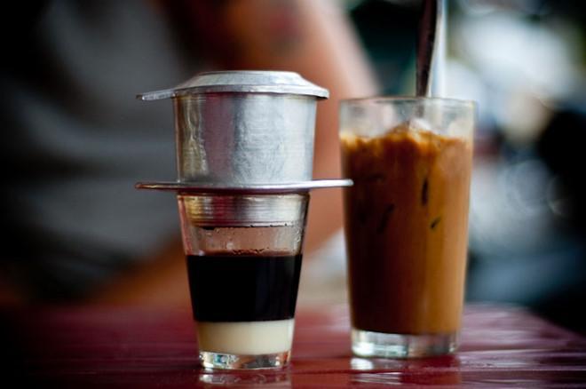 Cà phê cóc Sài Gòn chẳng biết từ khi nào đã trở thành nét văn hóa của người Sài Gòn.