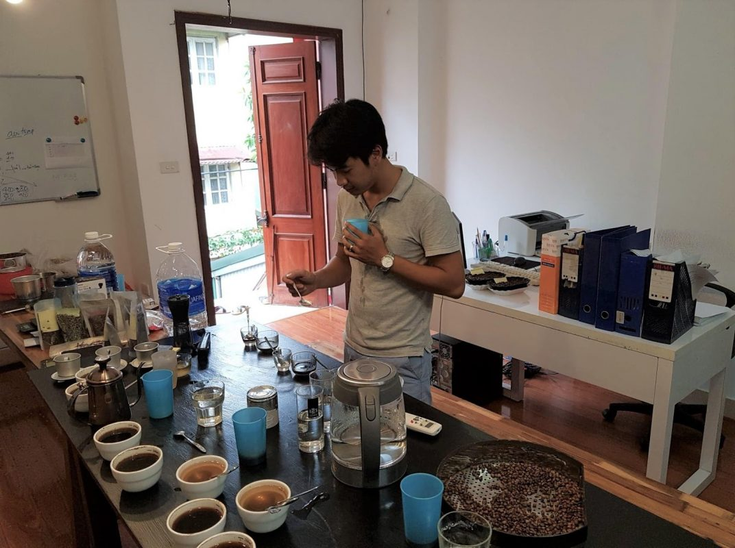 Quá trình thử nếm cà phê tại Amino